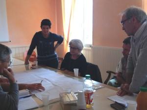 14 avril 2016 : les élus municipaux présentent le projet à madame Biémouret (au centre)