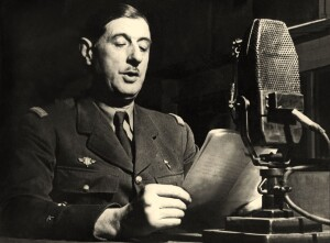 Le General Charles de Gaulle lance l'appel aux Francais a la radio BBC a Londres le 18 juin 1940  ---  speech of General Gaulle on the radio in London june 18, 1940 to call french people to resistance